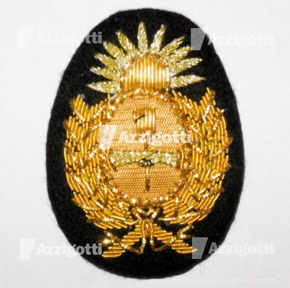 Escudo Para Gorra Bordado a Mano Policía de la Prov. de Córdoba en Gusanillo  Dorado Fondo Negro 7 Cms. x 5 Cms. 6b8f34598e7